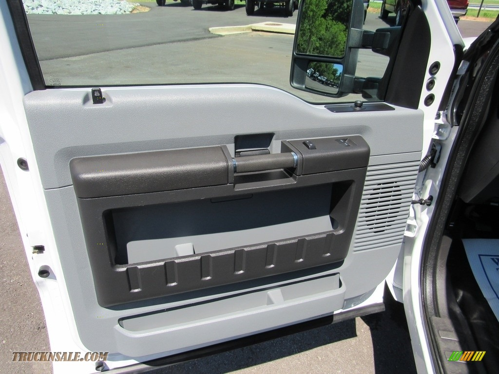 2015 F250 Super Duty XL Regular Cab - Oxford White / Steel photo #29