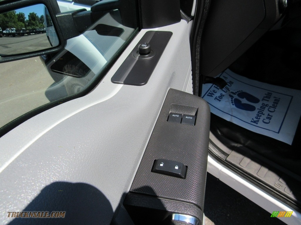 2015 F250 Super Duty XL Regular Cab - Oxford White / Steel photo #30