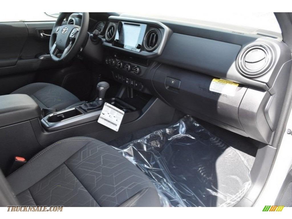 2018 Tacoma TRD Sport Double Cab 4x4 - Super White / Graphite w/Gun Metal photo #11