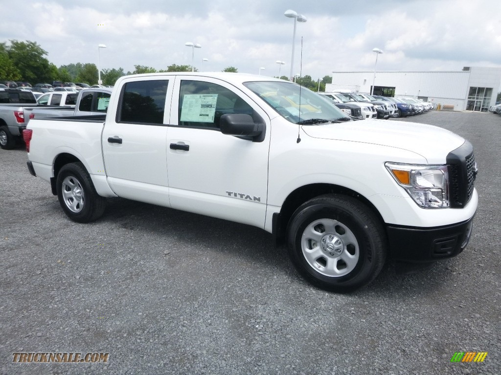 2018 Titan S Crew Cab 4x4 - Glacier White / Black photo #1