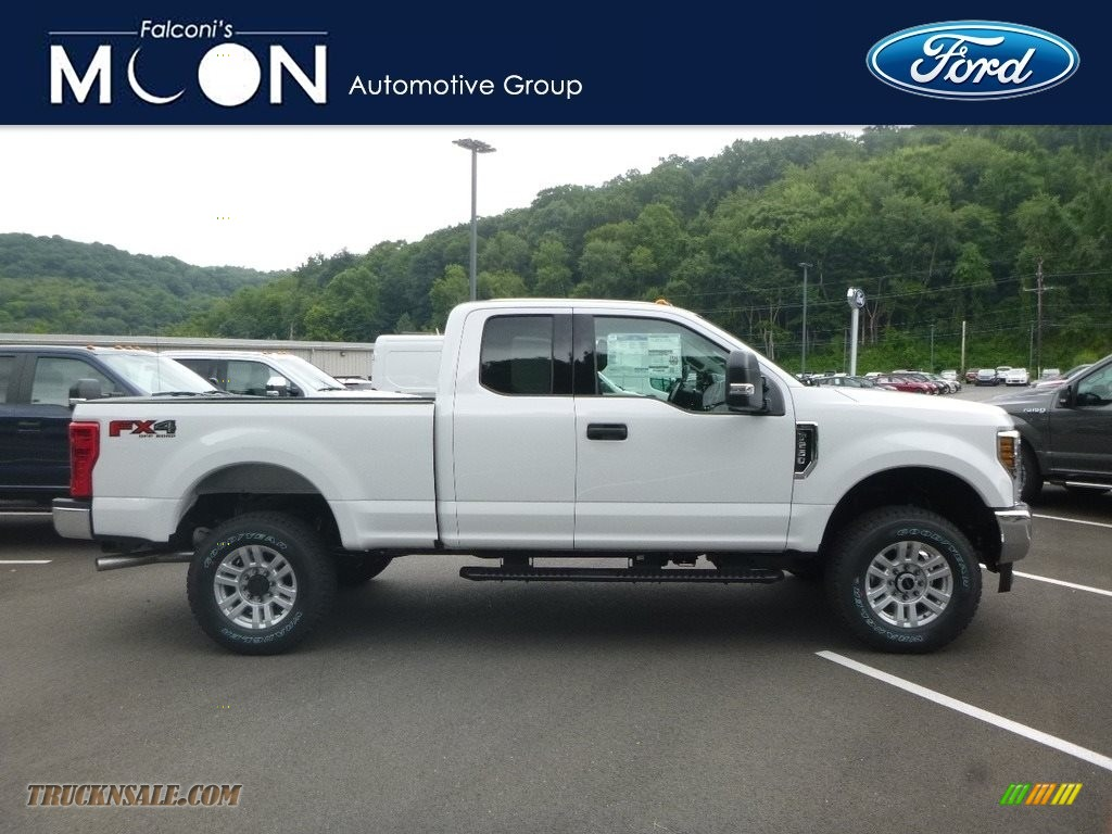 Oxford White / Earth Gray Ford F250 Super Duty XLT SuperCab 4x4