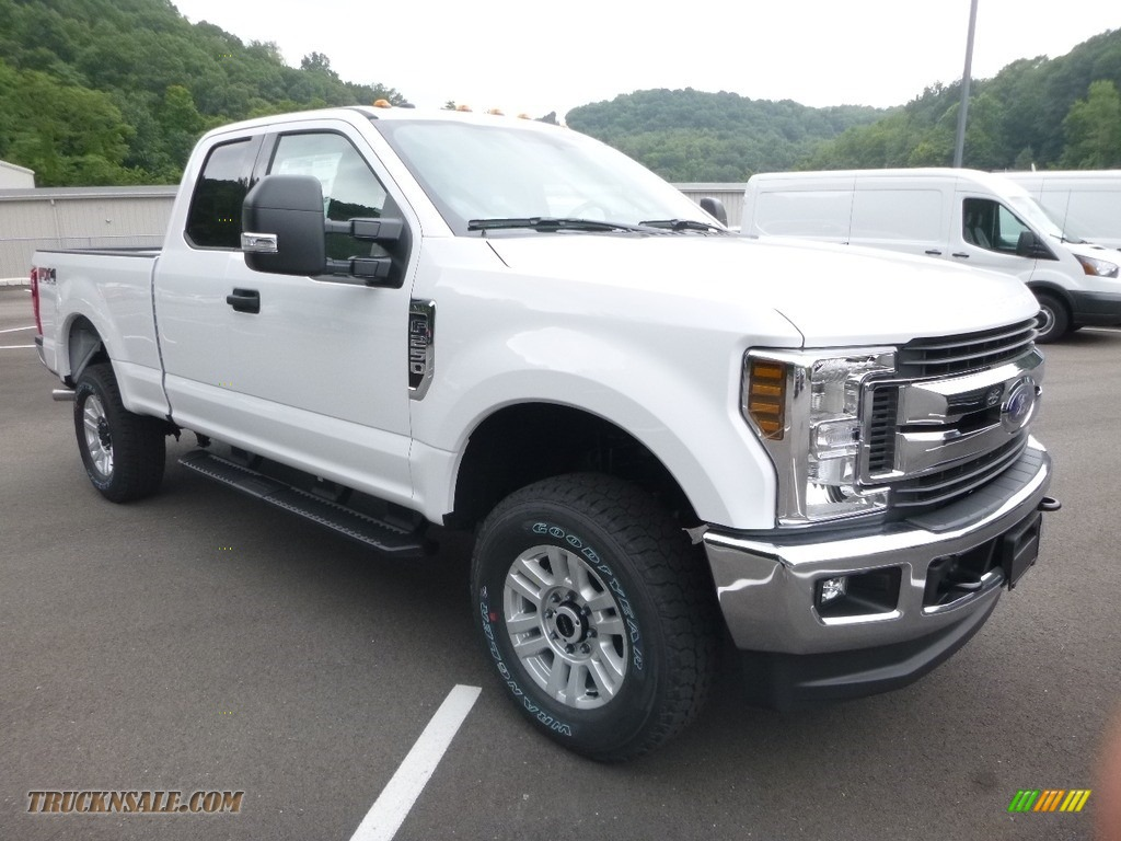 2019 F250 Super Duty XLT SuperCab 4x4 - Oxford White / Earth Gray photo #3