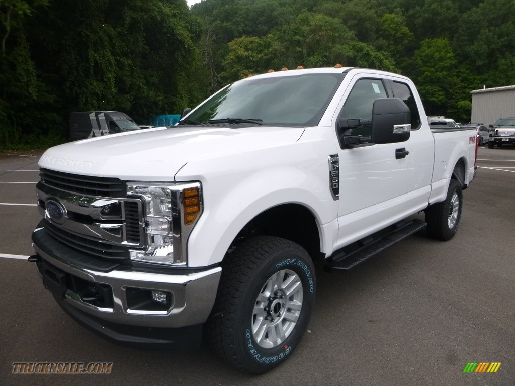 2019 F250 Super Duty XLT SuperCab 4x4 - Oxford White / Earth Gray photo #5
