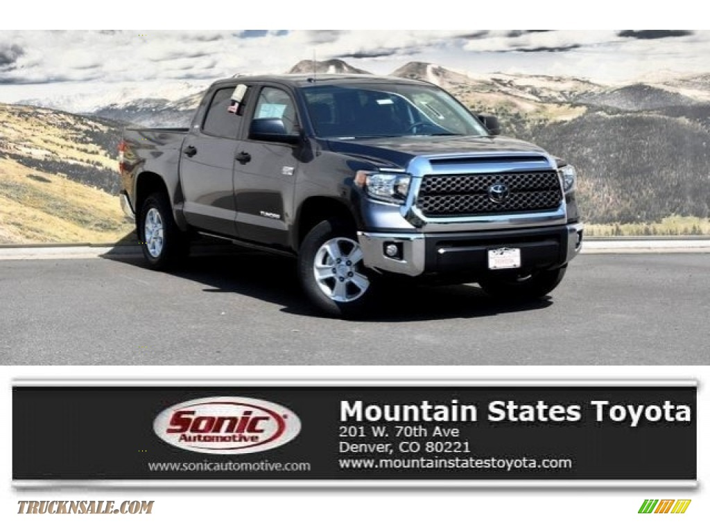 2018 Tundra SR5 CrewMax 4x4 - Magnetic Gray Metallic / Black photo #1