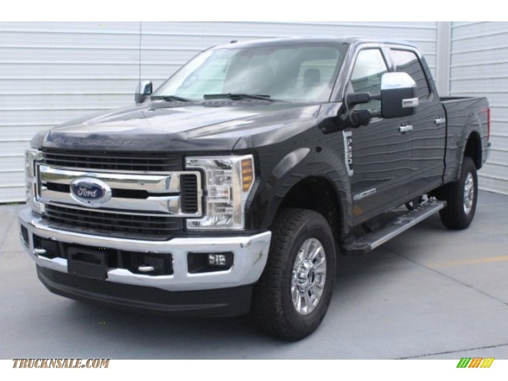 2019 F250 Super Duty XLT Crew Cab 4x4 - Agate Black / Earth Gray photo #3