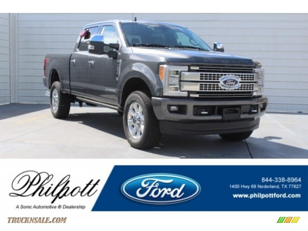 2019 F250 Super Duty Platinum Crew Cab 4x4 - Magnetic / Black photo #1
