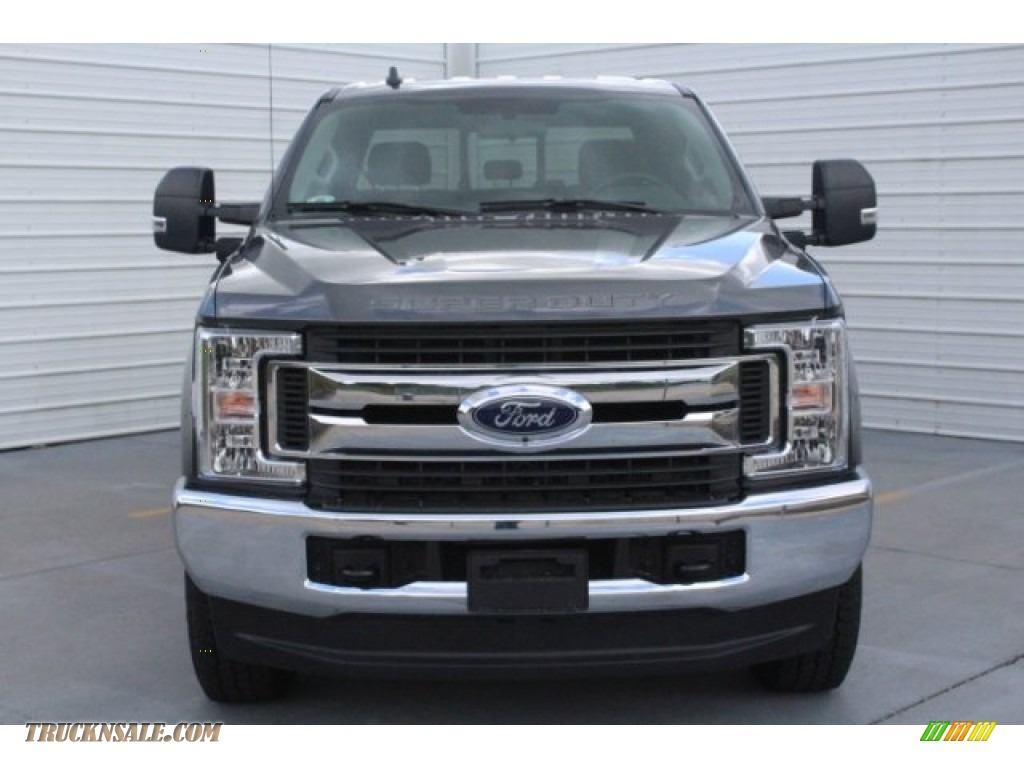 2019 F250 Super Duty XLT Crew Cab 4x4 - Magnetic / Earth Gray photo #2