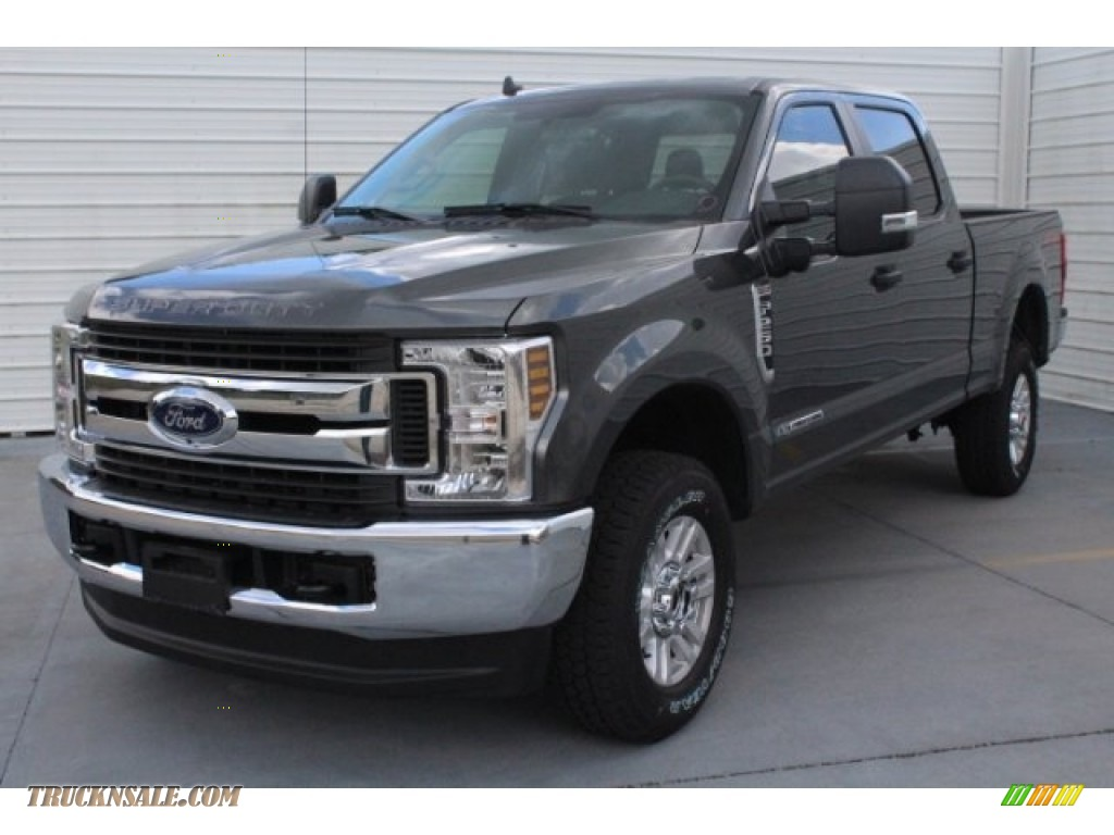 2019 F250 Super Duty XLT Crew Cab 4x4 - Magnetic / Earth Gray photo #3