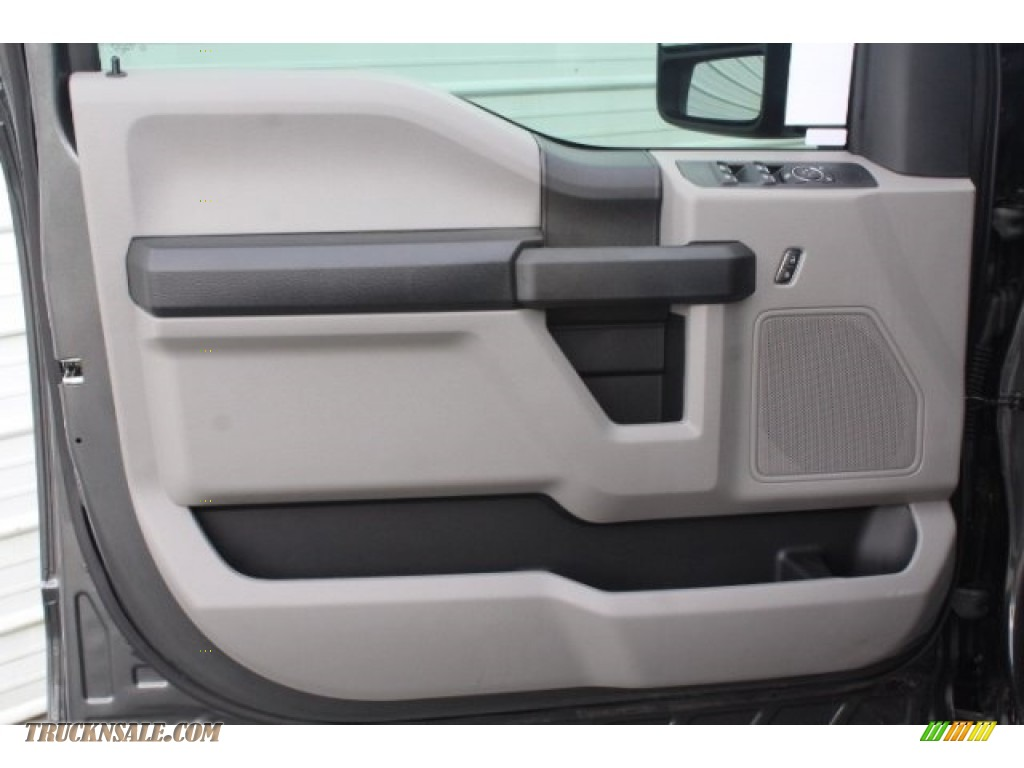 2019 F250 Super Duty XLT Crew Cab 4x4 - Magnetic / Earth Gray photo #12