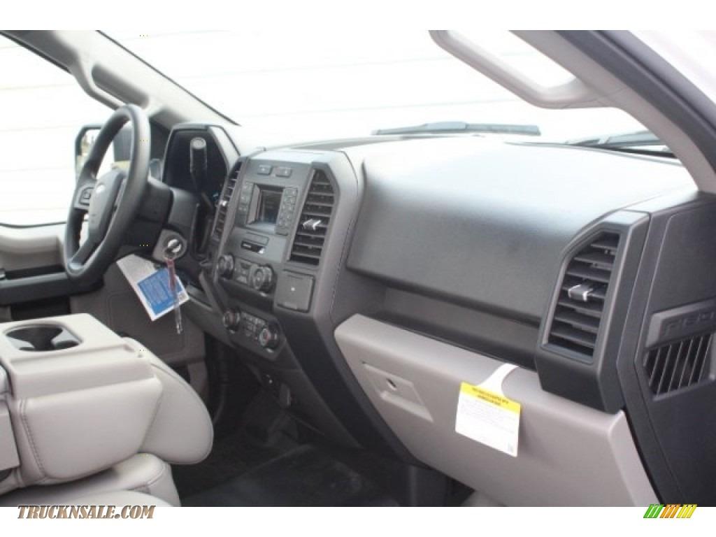 2018 F150 XL Regular Cab - Oxford White / Earth Gray photo #24