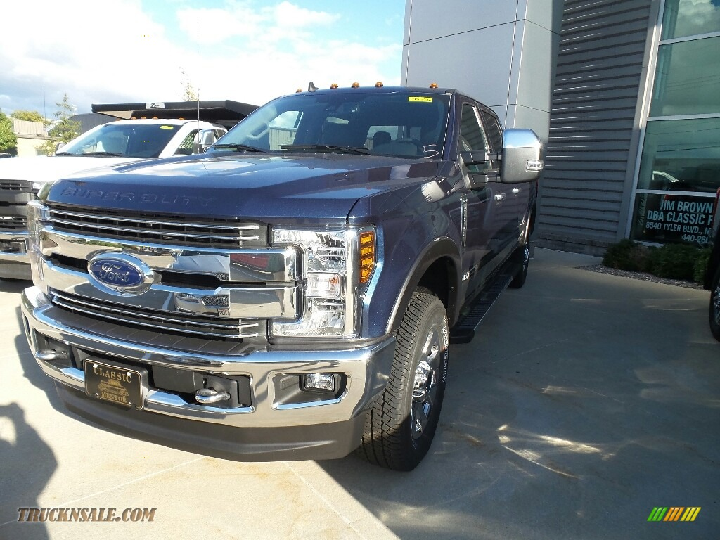 2019 F350 Super Duty XLT Crew Cab 4x4 - Blue Jeans / Earth Gray photo #1