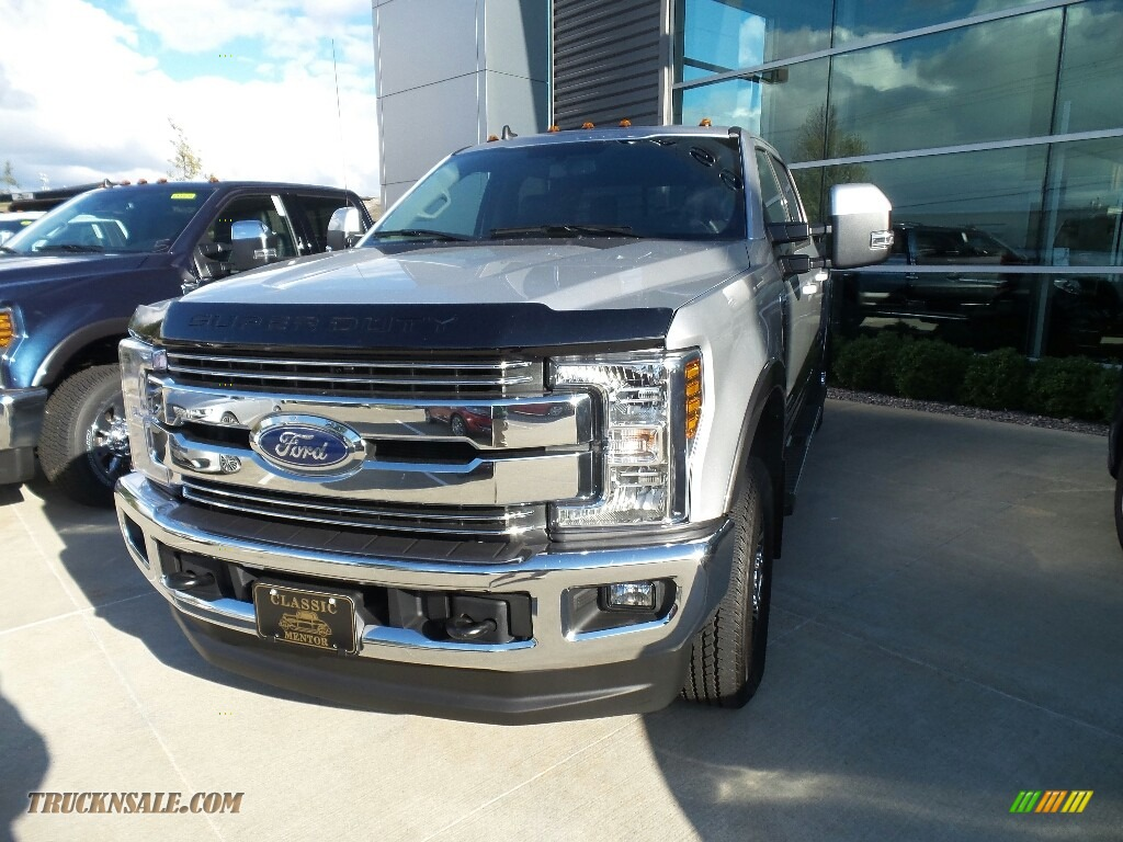 2019 F350 Super Duty XLT Crew Cab 4x4 - Ingot Silver / Earth Gray photo #1
