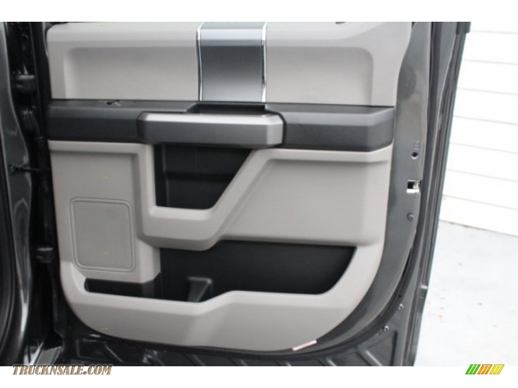 2019 F250 Super Duty XLT Crew Cab 4x4 - Magnetic / Earth Gray photo #27