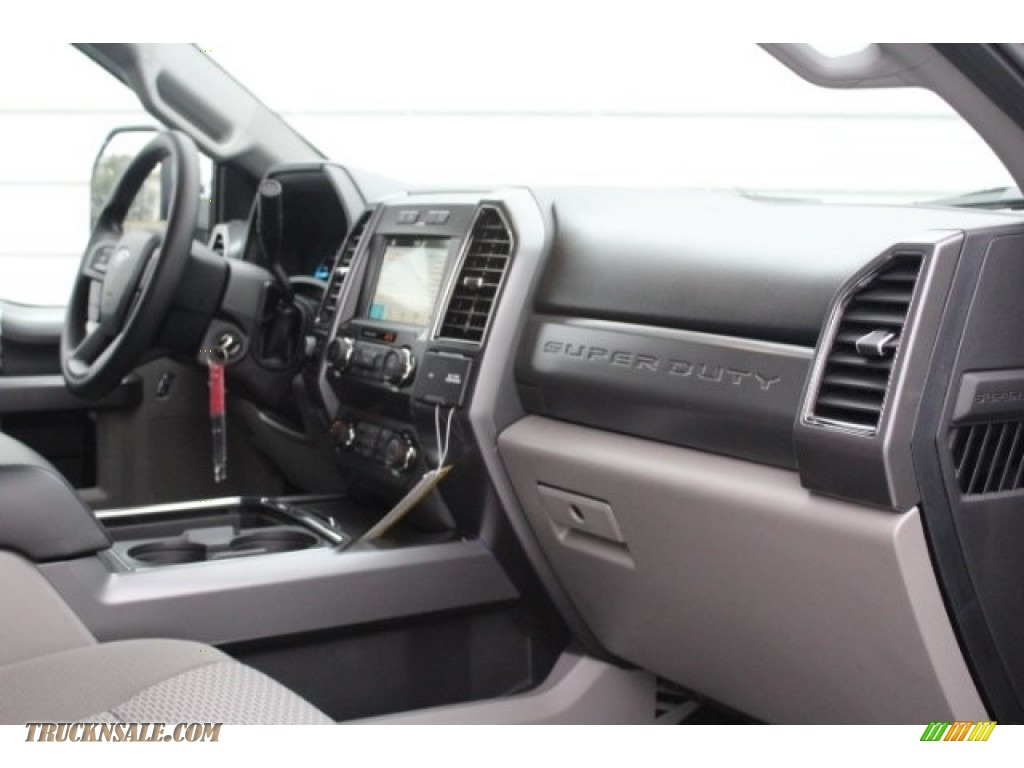 2019 F250 Super Duty XLT Crew Cab 4x4 - Magnetic / Earth Gray photo #30