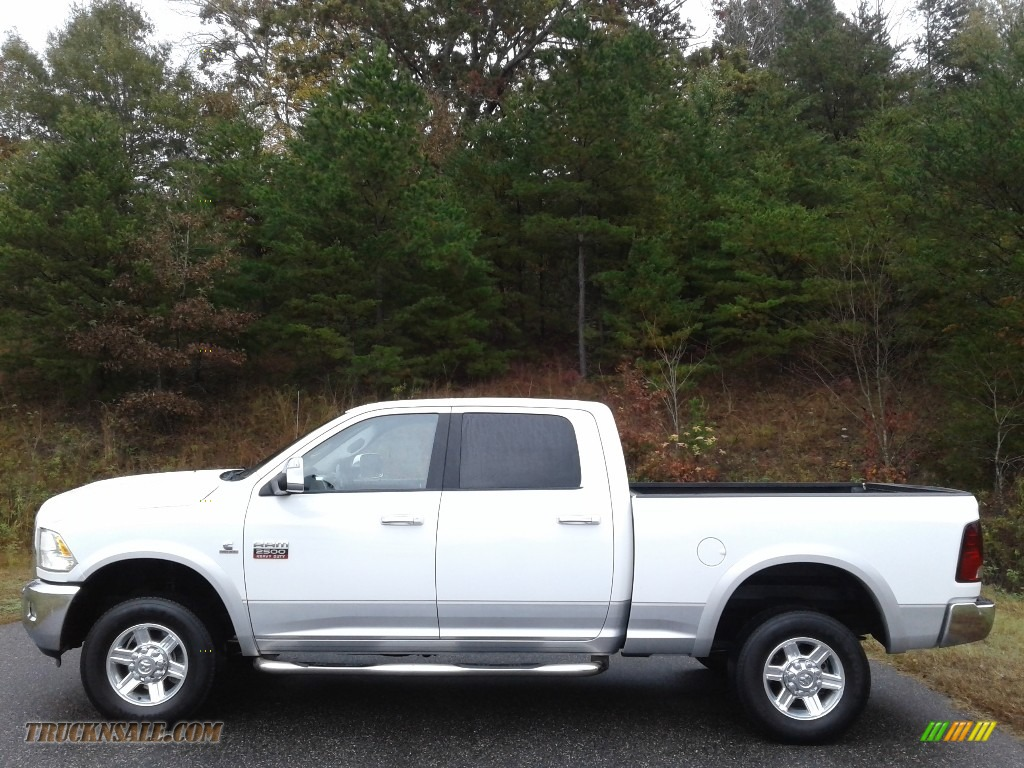 Bright White / Light Pebble Beige/Bark Brown Dodge Ram 2500 HD Laramie Crew Cab 4x4