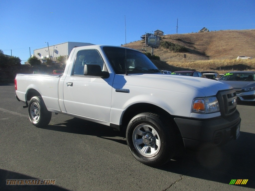 Oxford White / Medium Dark Flint Ford Ranger XL Regular Cab