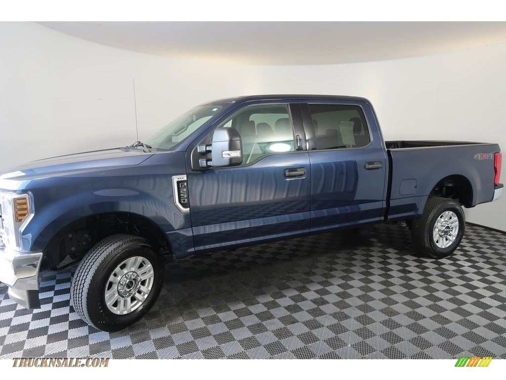2018 F250 Super Duty XLT Crew Cab 4x4 - Blue Jeans / Earth Gray photo #7