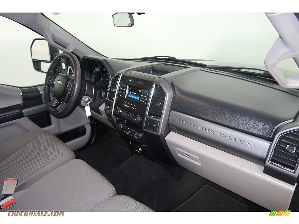 2018 F250 Super Duty XLT Crew Cab 4x4 - Blue Jeans / Earth Gray photo #13