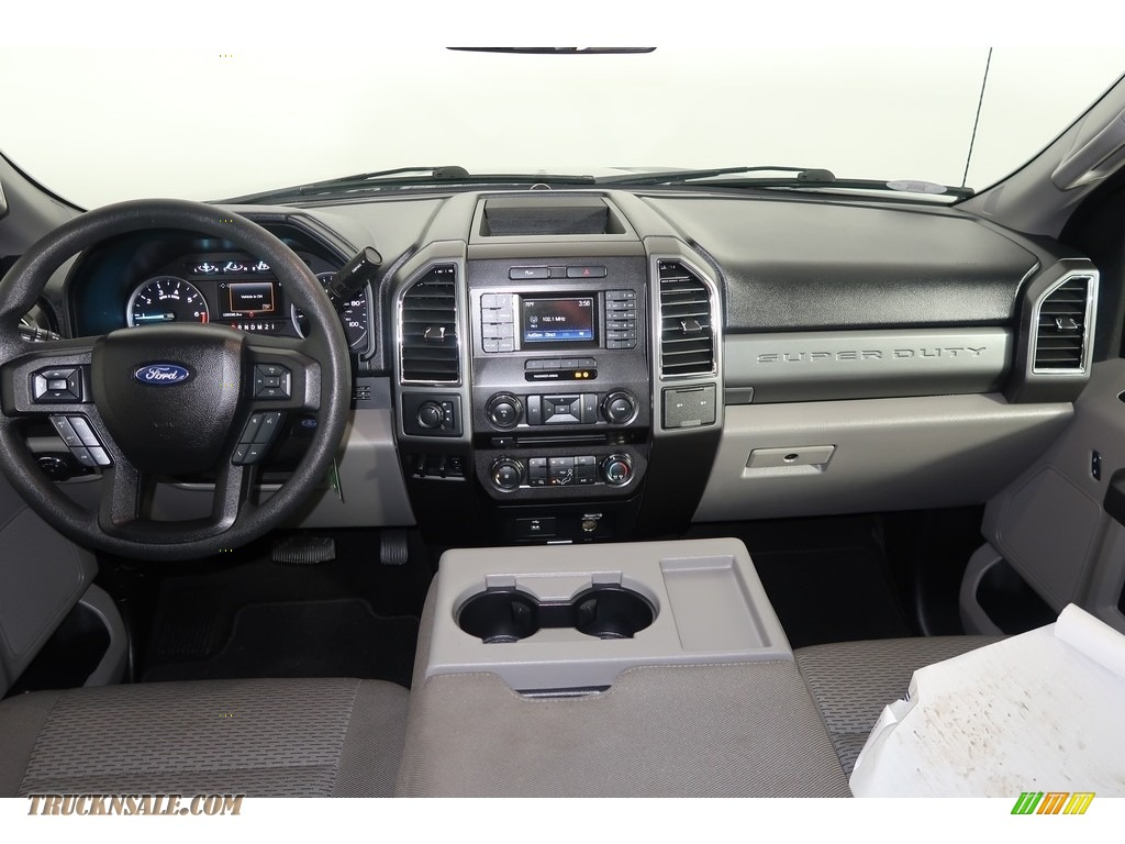 2018 F250 Super Duty XLT Crew Cab 4x4 - Blue Jeans / Earth Gray photo #14
