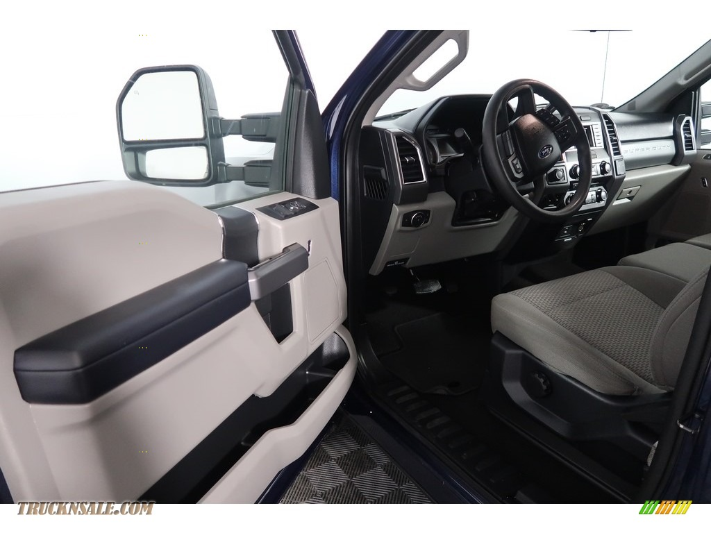 2018 F250 Super Duty XLT Crew Cab 4x4 - Blue Jeans / Earth Gray photo #34