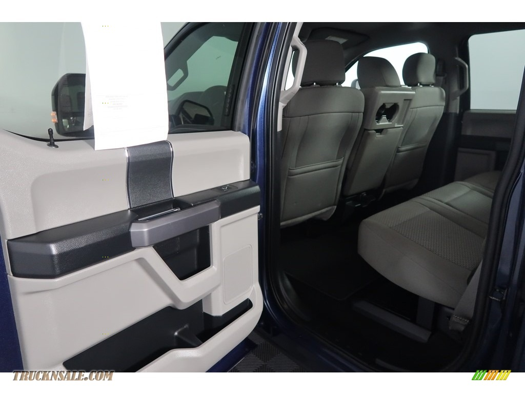 2018 F250 Super Duty XLT Crew Cab 4x4 - Blue Jeans / Earth Gray photo #35