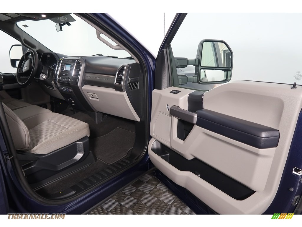 2018 F250 Super Duty XLT Crew Cab 4x4 - Blue Jeans / Earth Gray photo #37