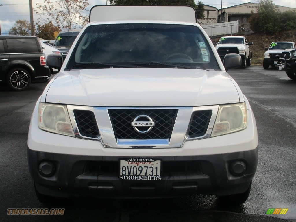 2009 Frontier XE King Cab - Avalanche White / Graphite photo #2