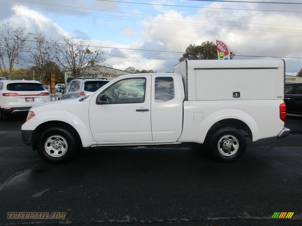 2009 Frontier XE King Cab - Avalanche White / Graphite photo #4