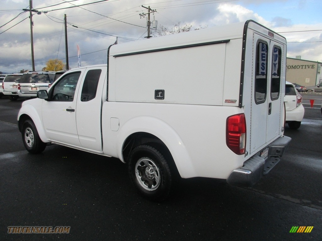 2009 Frontier XE King Cab - Avalanche White / Graphite photo #5