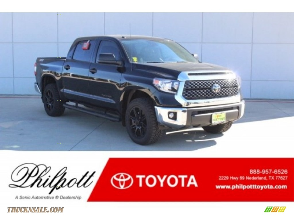 Midnight Black Metallic / Graphite Toyota Tundra TSS Off Road CrewMax