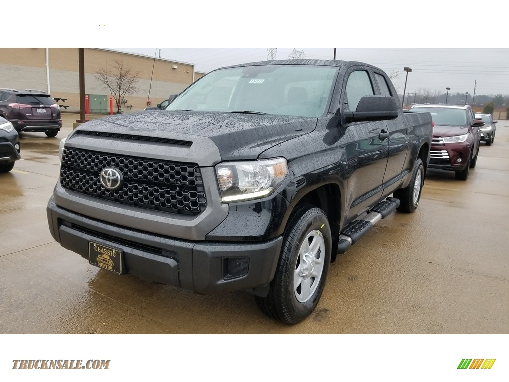 2019 Tundra SR5 Double Cab 4x4 - Midnight Black Metallic / Graphite photo #1