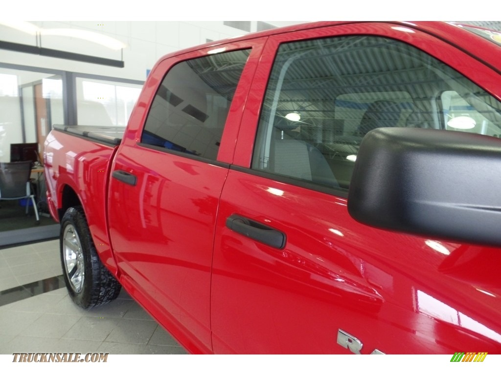 2012 Ram 1500 Express Crew Cab 4x4 - Flame Red / Dark Slate Gray/Medium Graystone photo #11
