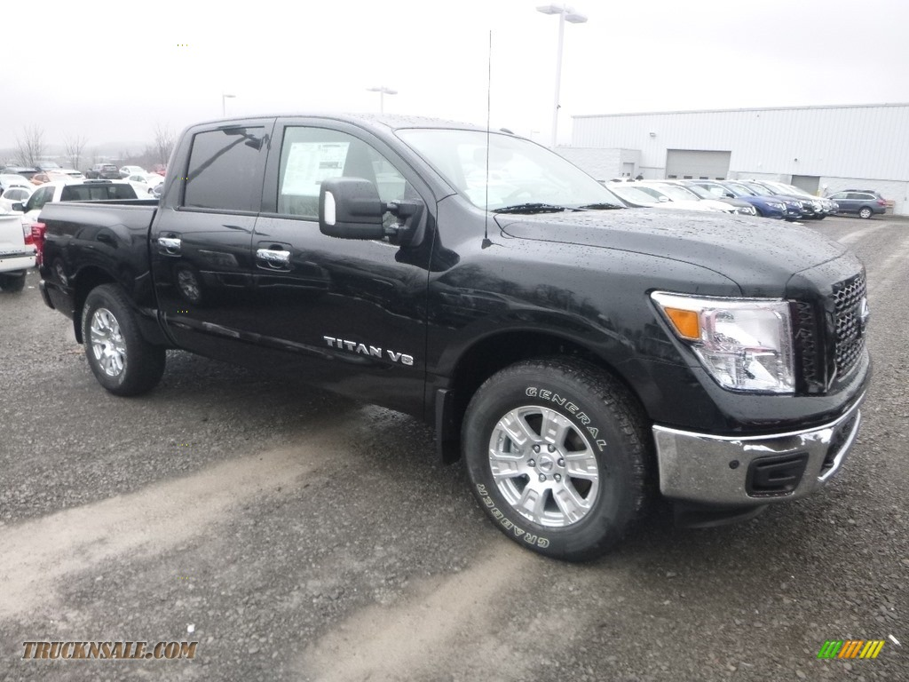2019 Titan SV Crew Cab 4x4 - Magnetic Black Metallic / Beige photo #1