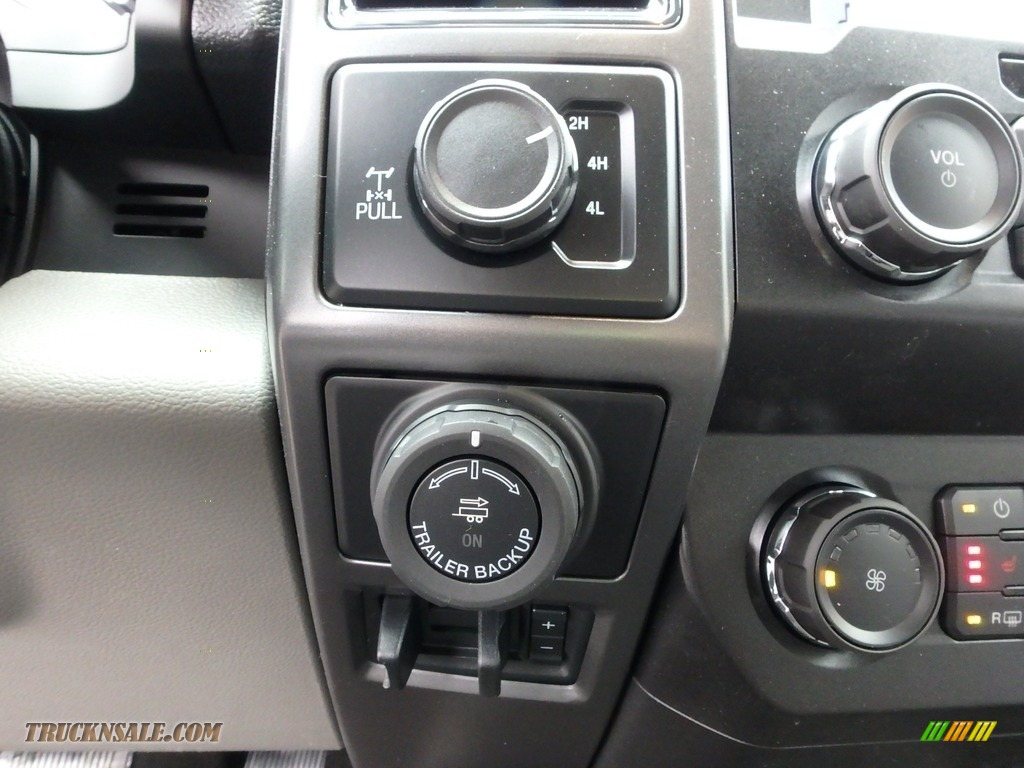 2019 F150 XLT SuperCab 4x4 - Magnetic / Earth Gray photo #17