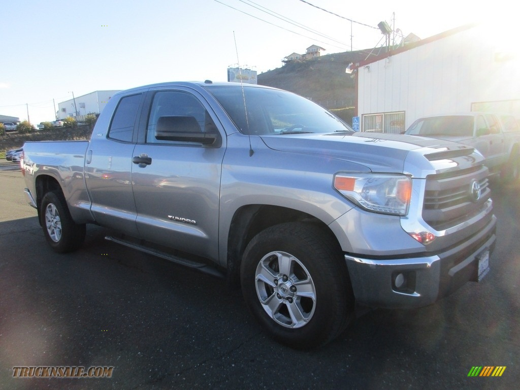 Magnetic Gray Metallic / Black Toyota Tundra SR5 Double Cab