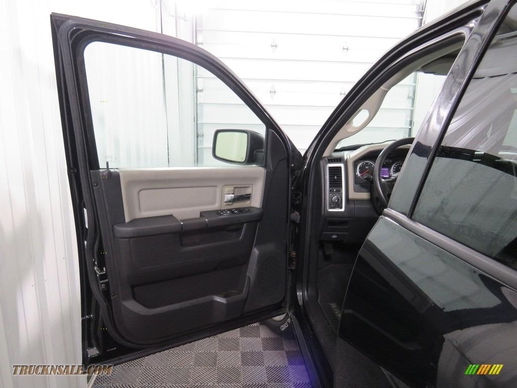 2012 Ram 1500 Big Horn Crew Cab 4x4 - Black / Dark Slate Gray/Medium Graystone photo #28