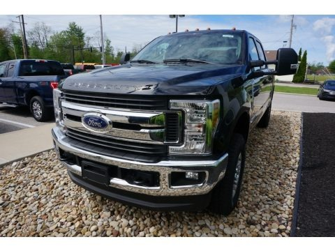Agate Black 2019 Ford F250 Super Duty XLT Crew Cab 4x4