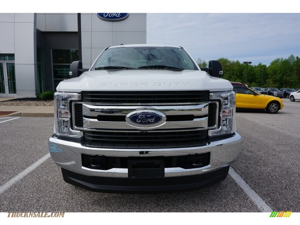 2018 F250 Super Duty XLT Crew Cab 4x4 - Oxford White / Earth Gray photo #1