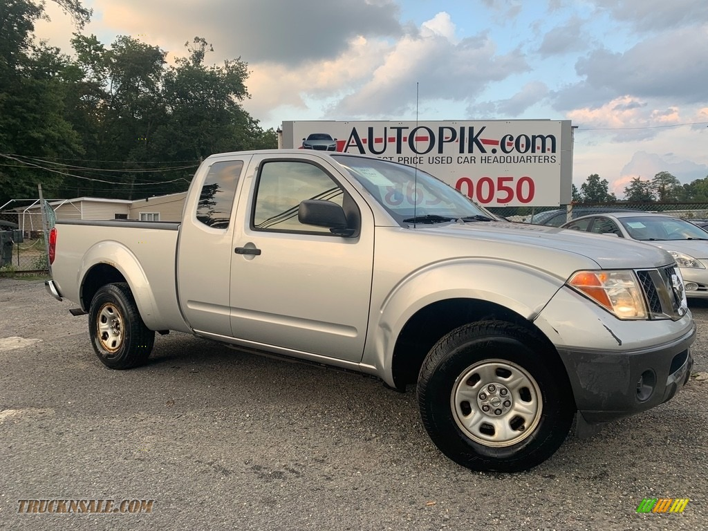 2007 Frontier XE King Cab - Radiant Silver / Graphite photo #1