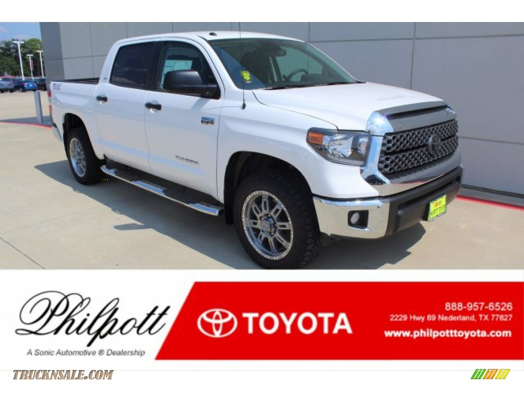 2019 Tundra SR5 CrewMax 4x4 - Super White / Graphite photo #1