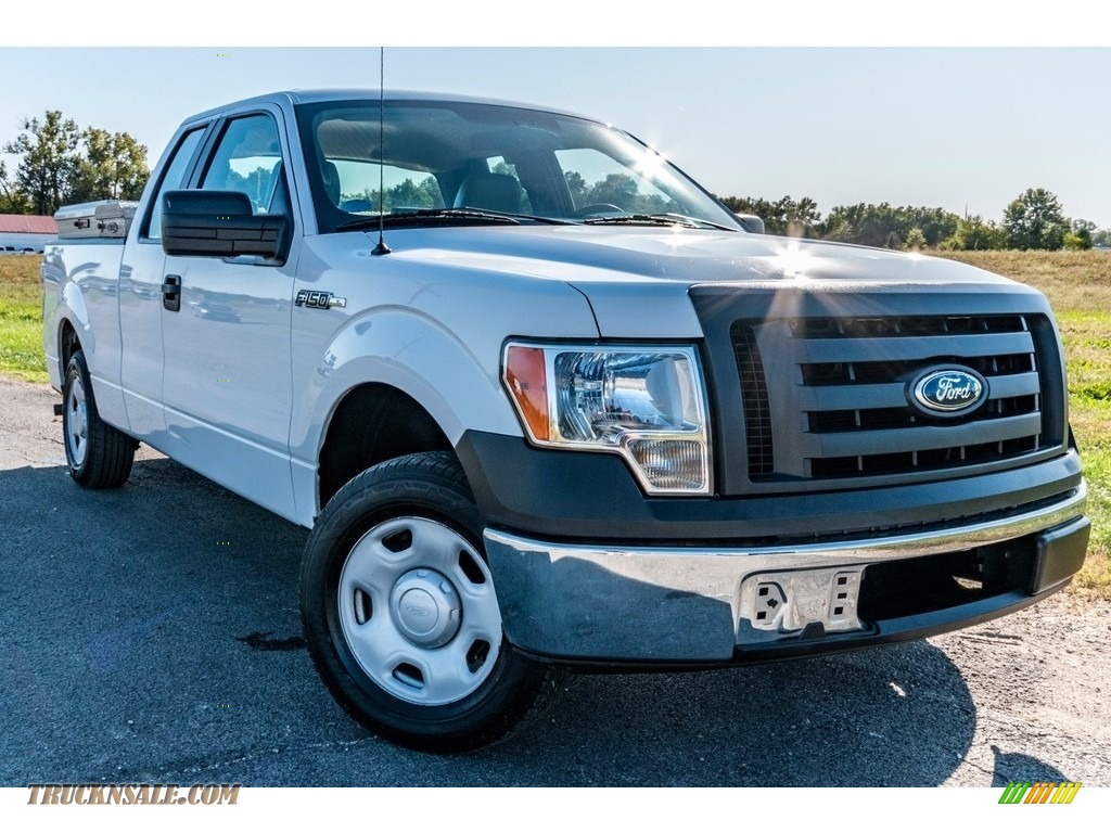 2009 F150 XL SuperCab - Oxford White / Stone/Medium Stone photo #1
