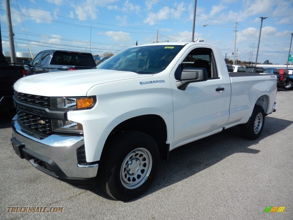 Summit White / Jet Black Chevrolet Silverado 1500 WT Regular Cab 4x4