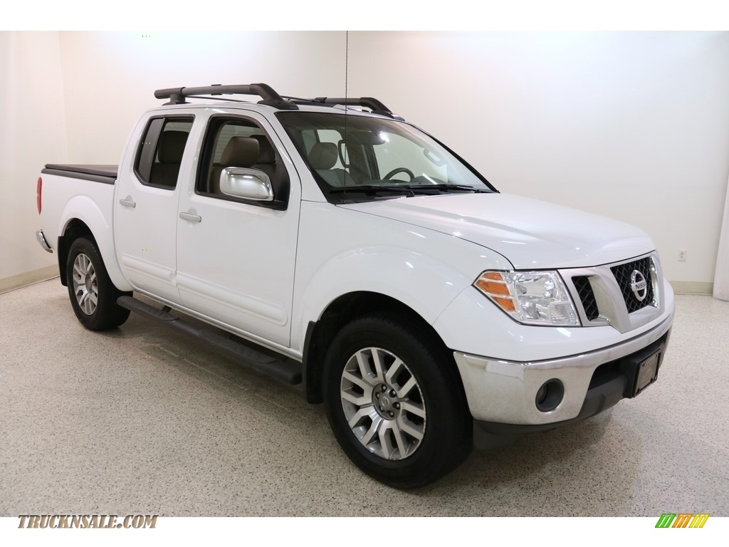2012 Frontier SL Crew Cab 4x4 - Avalanche White / Beige photo #1