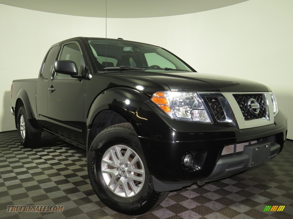 2018 Frontier SV King Cab 4x4 - Magnetic Black / Graphite photo #1