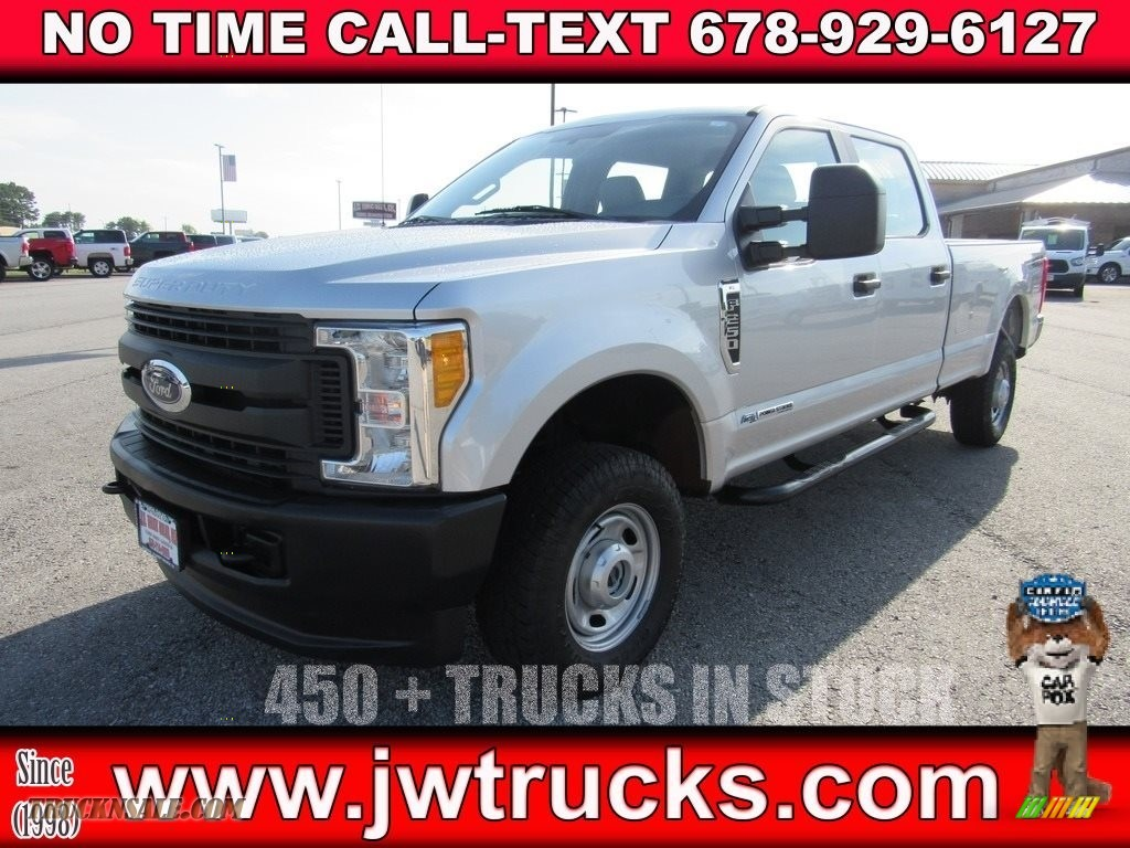 2017 F250 Super Duty XL Crew Cab 4x4 - Oxford White / Medium Earth Gray photo #1