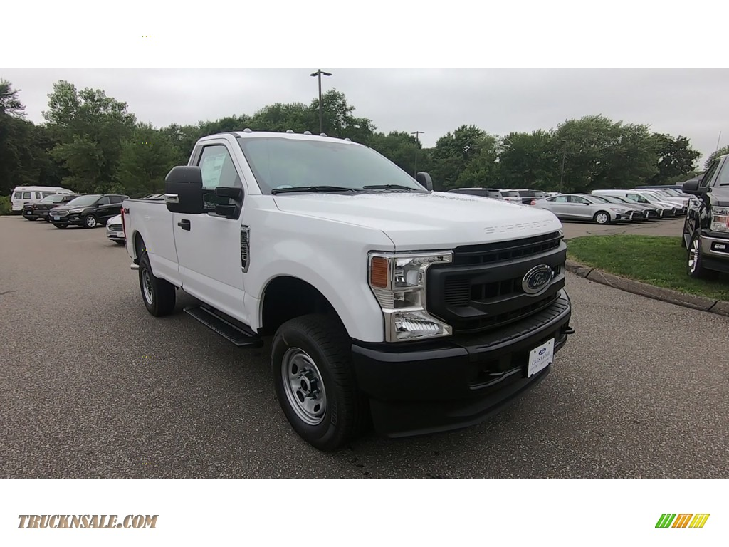 Oxford White / Medium Earth Gray Ford F250 Super Duty XL Regular Cab 4x4