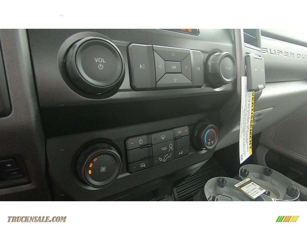 2020 F250 Super Duty XL Regular Cab 4x4 - Oxford White / Medium Earth Gray photo #15