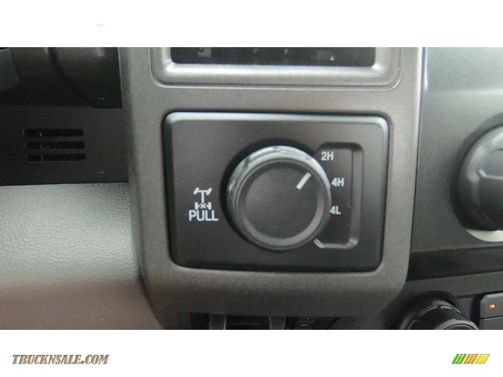 2020 F250 Super Duty XL Regular Cab 4x4 - Oxford White / Medium Earth Gray photo #16