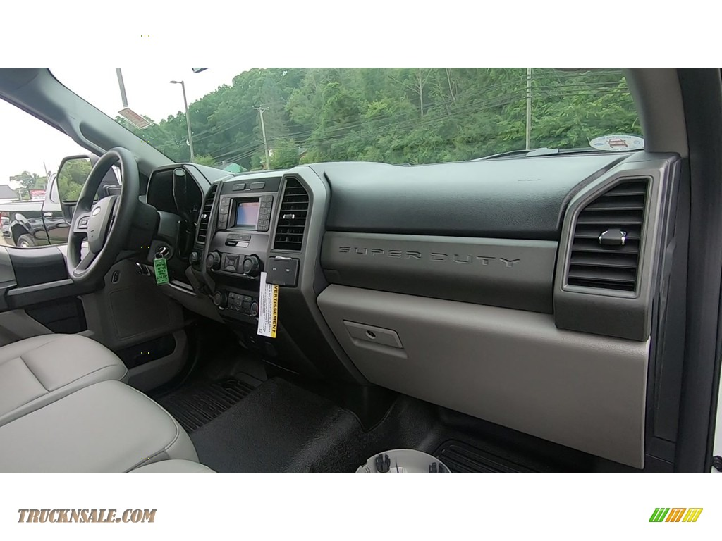 2020 F250 Super Duty XL Regular Cab 4x4 - Oxford White / Medium Earth Gray photo #21
