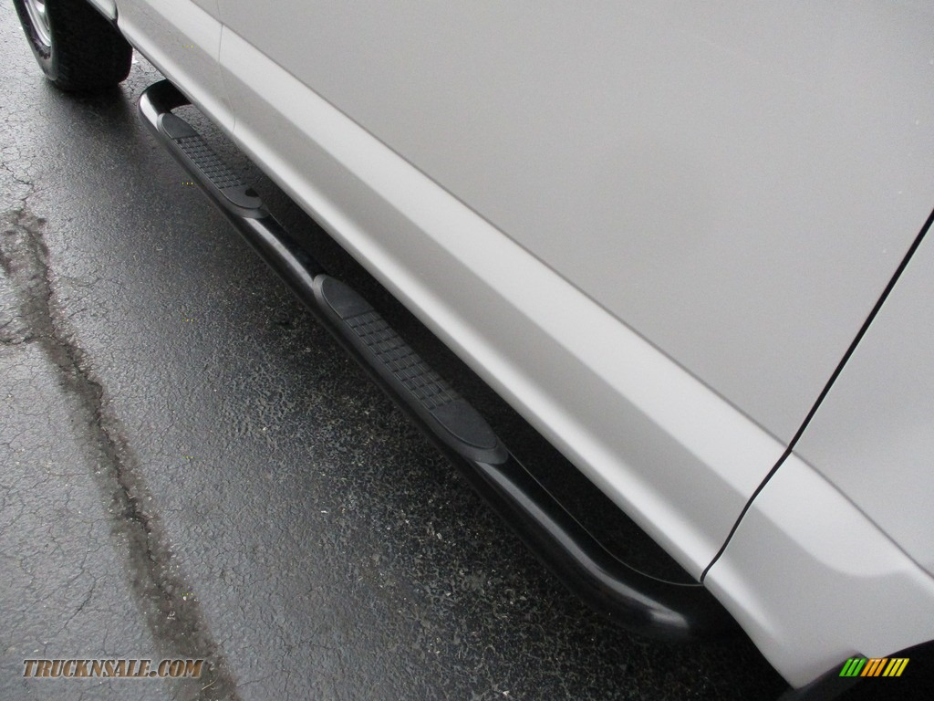 2016 F150 XL SuperCab 4x4 - Oxford White / Medium Earth Gray photo #29